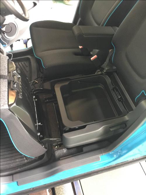 樹種席シートアンダーボックス