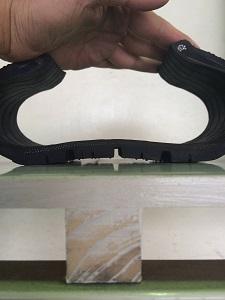 タイヤ空気圧不足