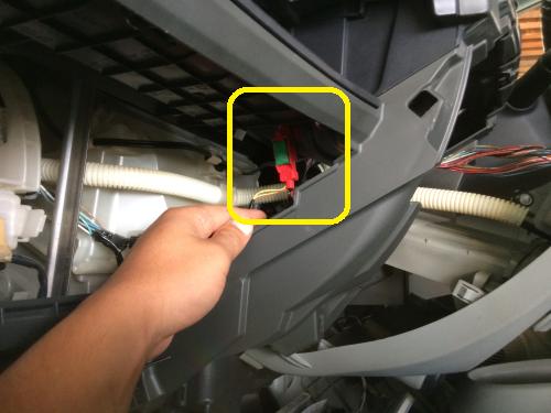 エアバックのリコール暫定作業エアバックコネクター