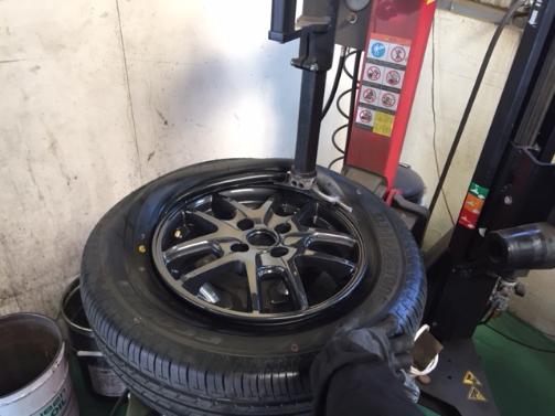 タイヤ組み付け